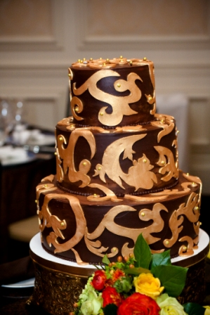 Fluffy Thoughts wedding cake dark ganarche with gold swirl