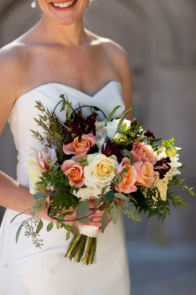 bridal-bouquet-cream-peach-romatic-texture