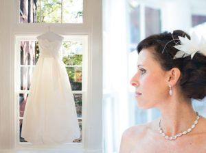 birdcage-veil-feather-hair-accessory-classic-bride
