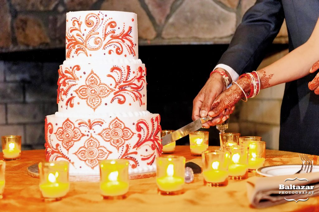 Indaroma-indian-wedding-cake-paisley-orange-design