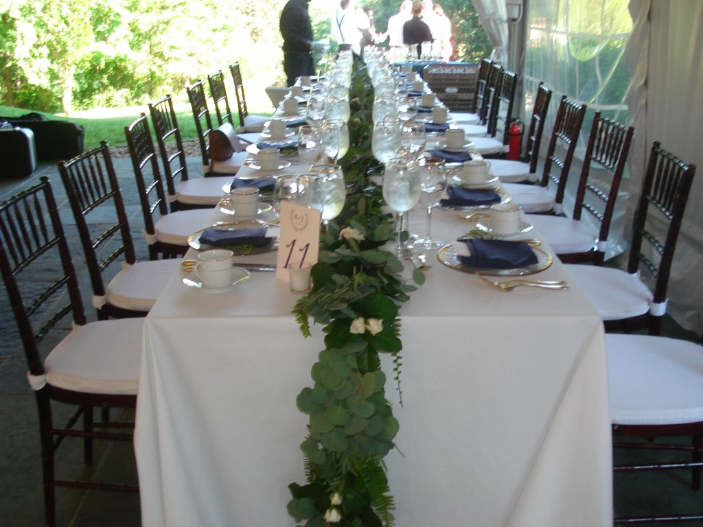 garland centerpiece kings table