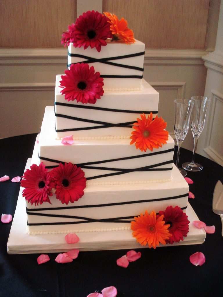 Fancy-Cakes-by-Leslie-modern-wedding-cake-black-and-white-square