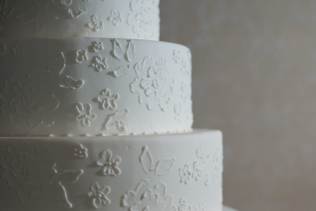 Kendalls-Cakes-wedding-cake-fondant-lace-design-Hay-Adams