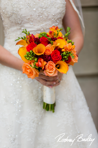Tierra-Floral-Design-fall-bouquet-orange-roses-mango-calla-lilies-purple-dahlia-hypericum