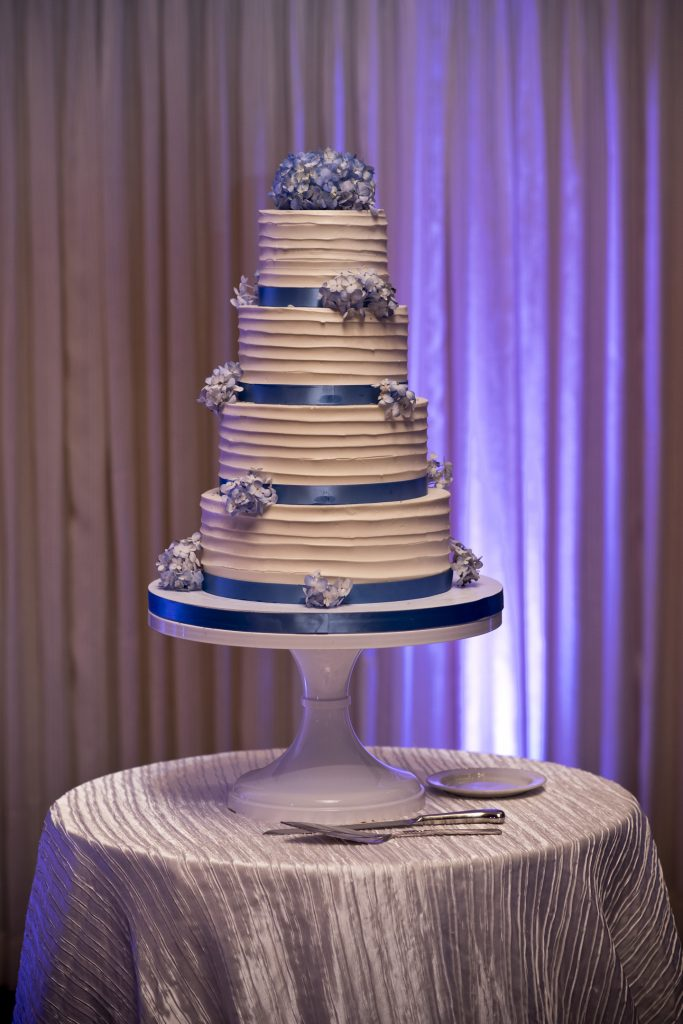 fluffy-thoughts-textured-buttercream-wedding-cake-blue-ribbons