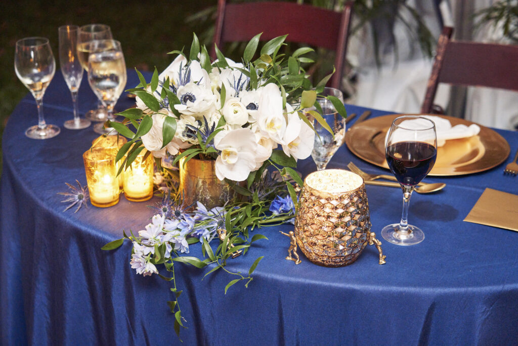 dark-blue-green-white-gold-sweetheart-table-design