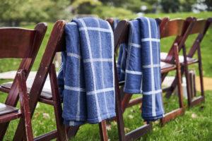 winter-outdoor-wedding-ceremony-navy-blue-blanket