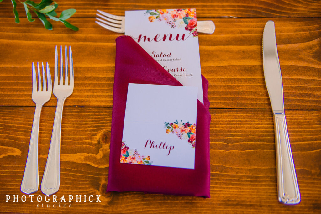 burgundy-fall-colors-napkins-menu-cards