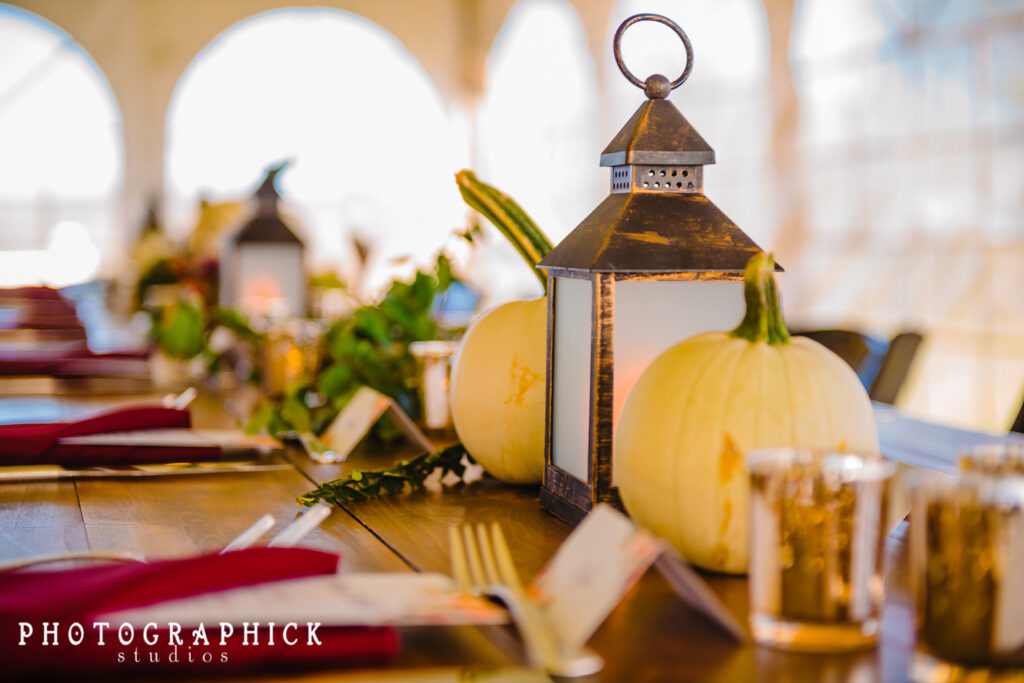 rustic-fall-foliage-inspired-tablescape